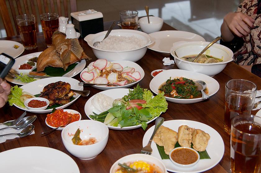 Abendessen mit meinen indonesischen Freunden