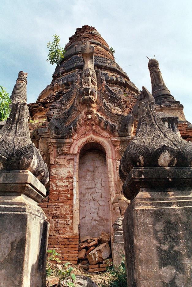 Indein,  Stupas und Pagoden