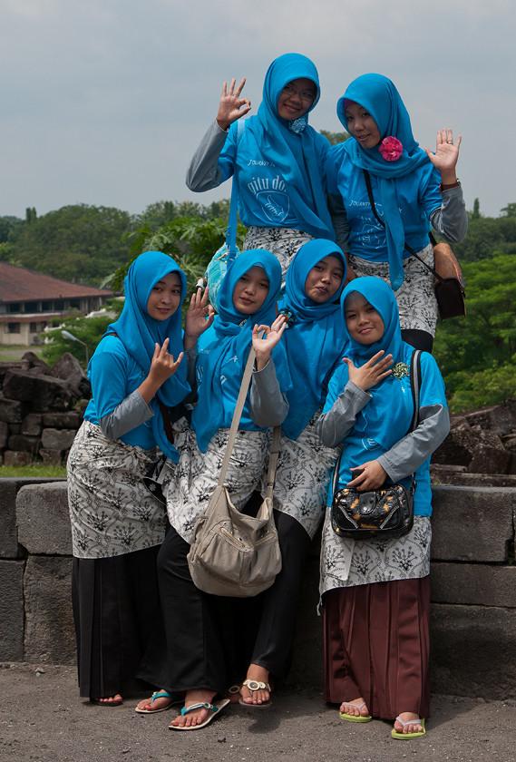 Schulklasse im Prambanan Tempel
