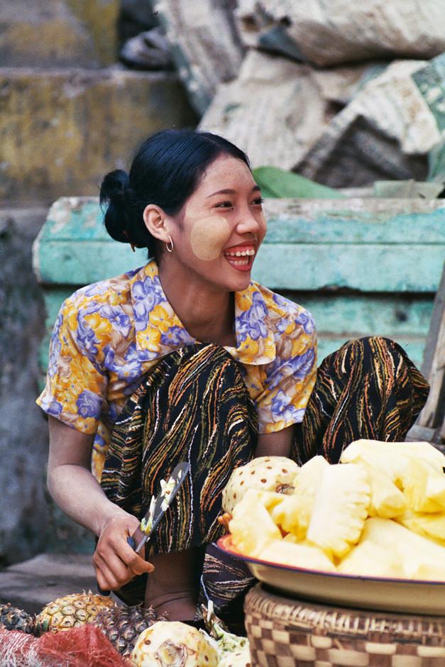 Ananas Verkäuferin