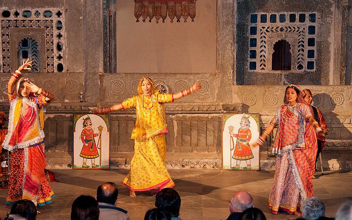 Tanzvorstellung im Bagore-ki-Haveli