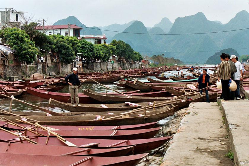 Mit dem Boot zur Parfûm- oder Duft-Pagode