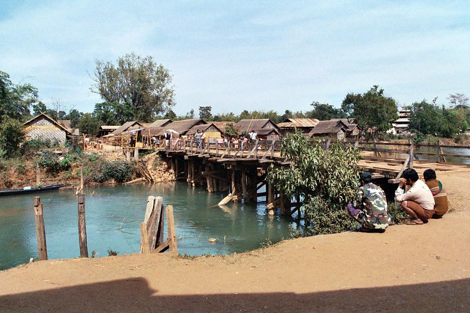 Von Indein zum Dorf Paykone