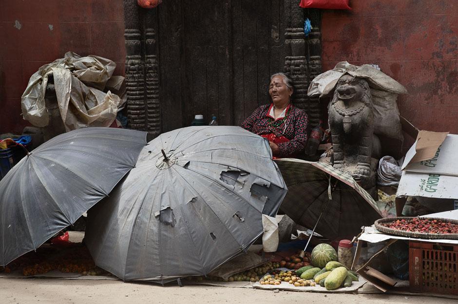Mittagspause, Marktfrau, Kathmandu