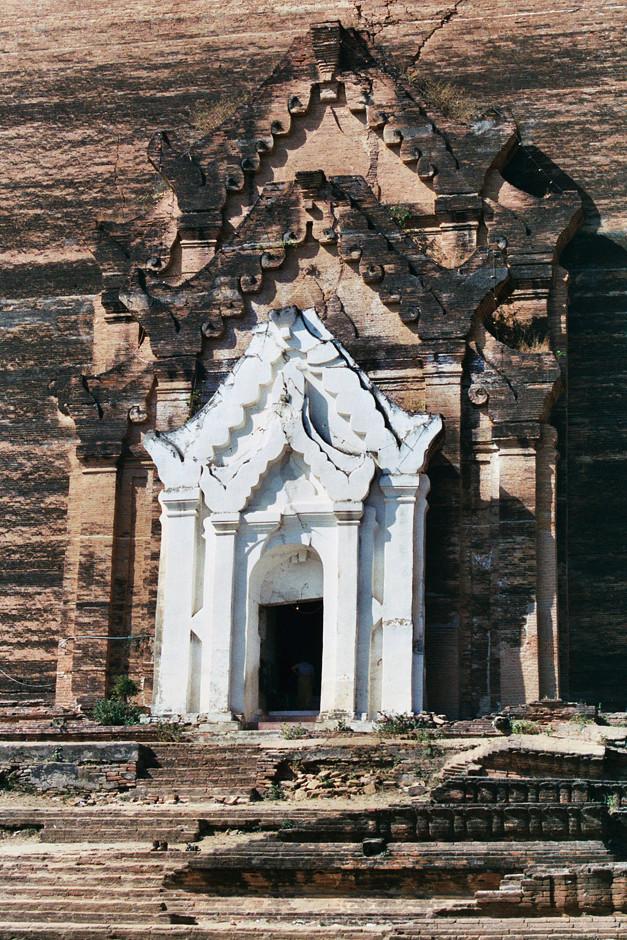 Ruine der unvollendeten Mingun Pagode
