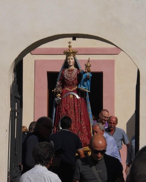 """La statua in processione esce da """" Castello """""""