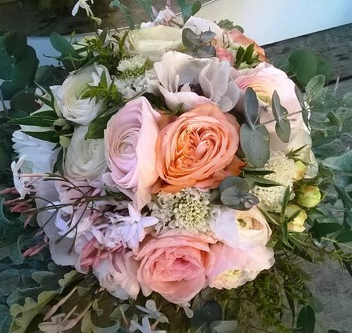 Bouquet rond rose tendre pour la naissance d'une petite fille