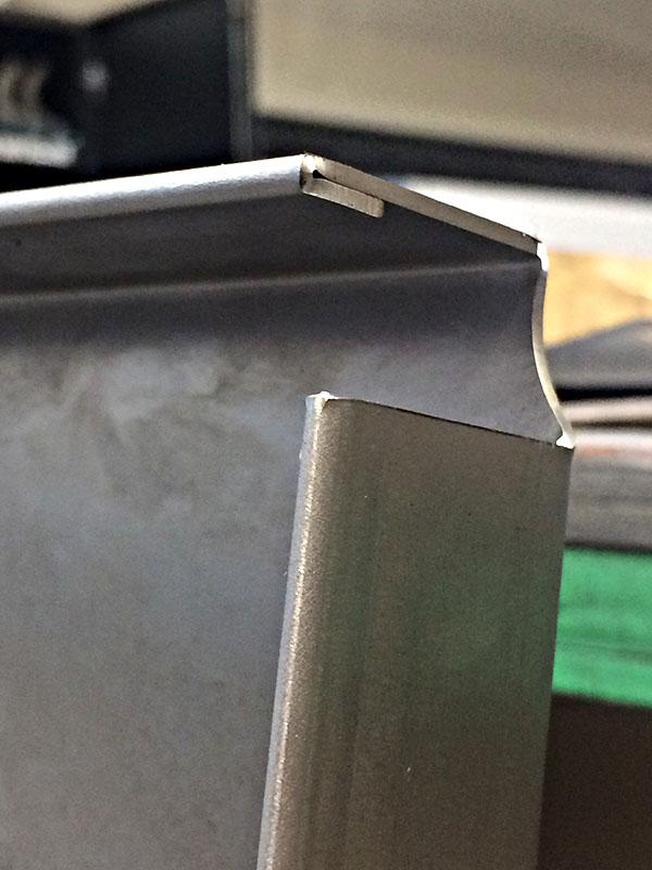 Pli plat sur plancher en DC01, épaisseur 1 mm
