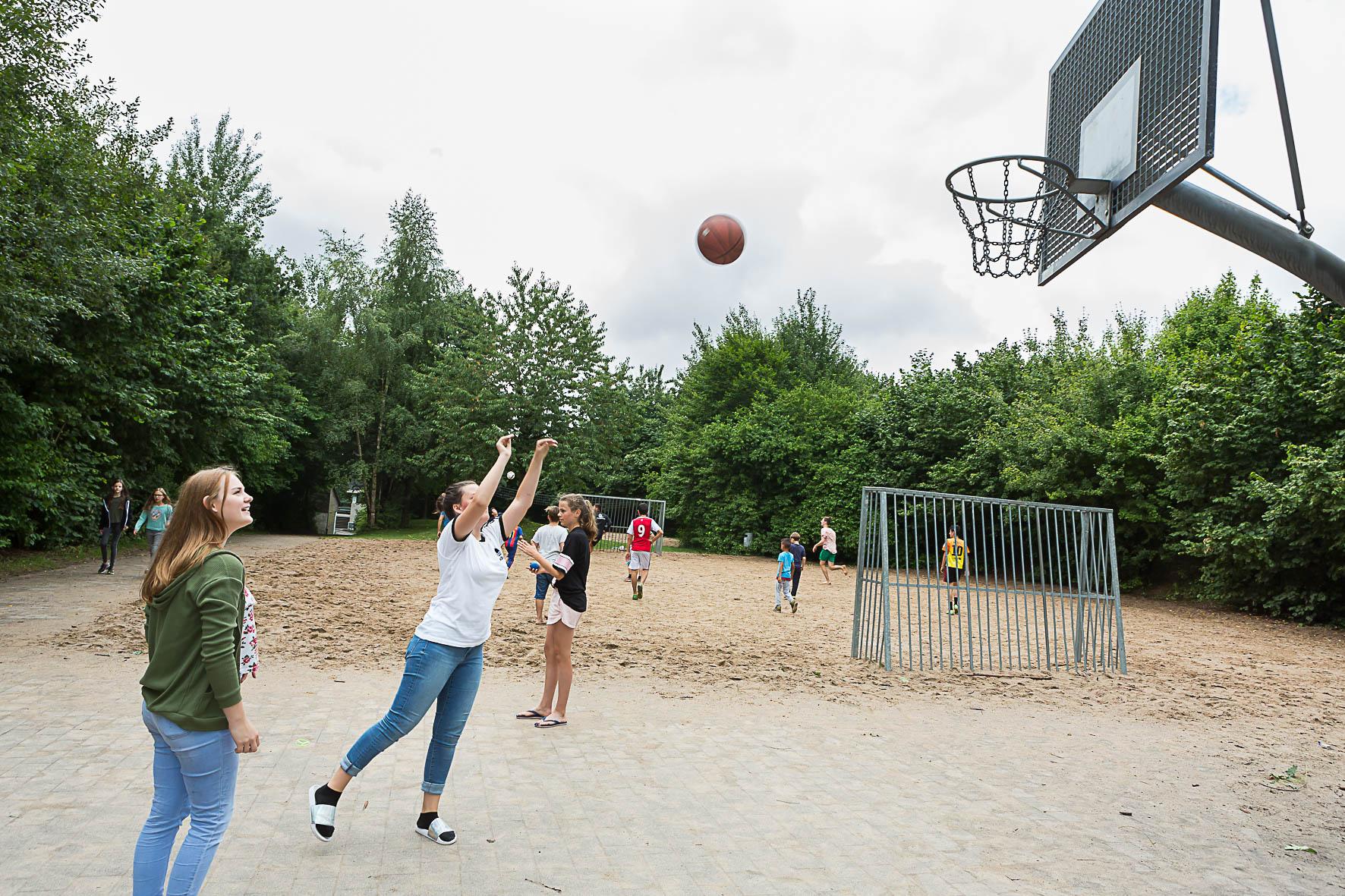 Außengelände: Sportplatz