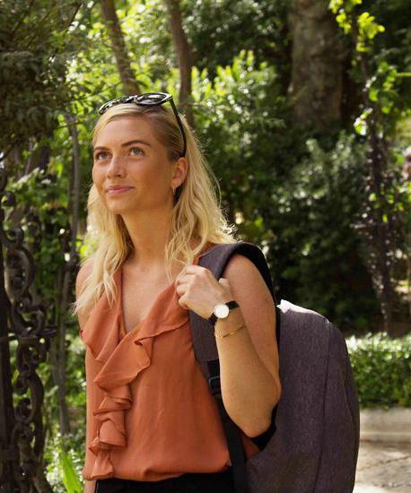 Antitheft Rucksack wird von einer Frau getragen