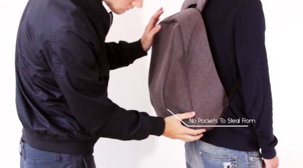 Bildliche Darstellung, wie jemand etwas dem Rucksack entnehmen möchte, es aber nicht kann.