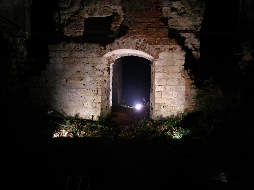 Ночьные съемки в развалинах храма.
