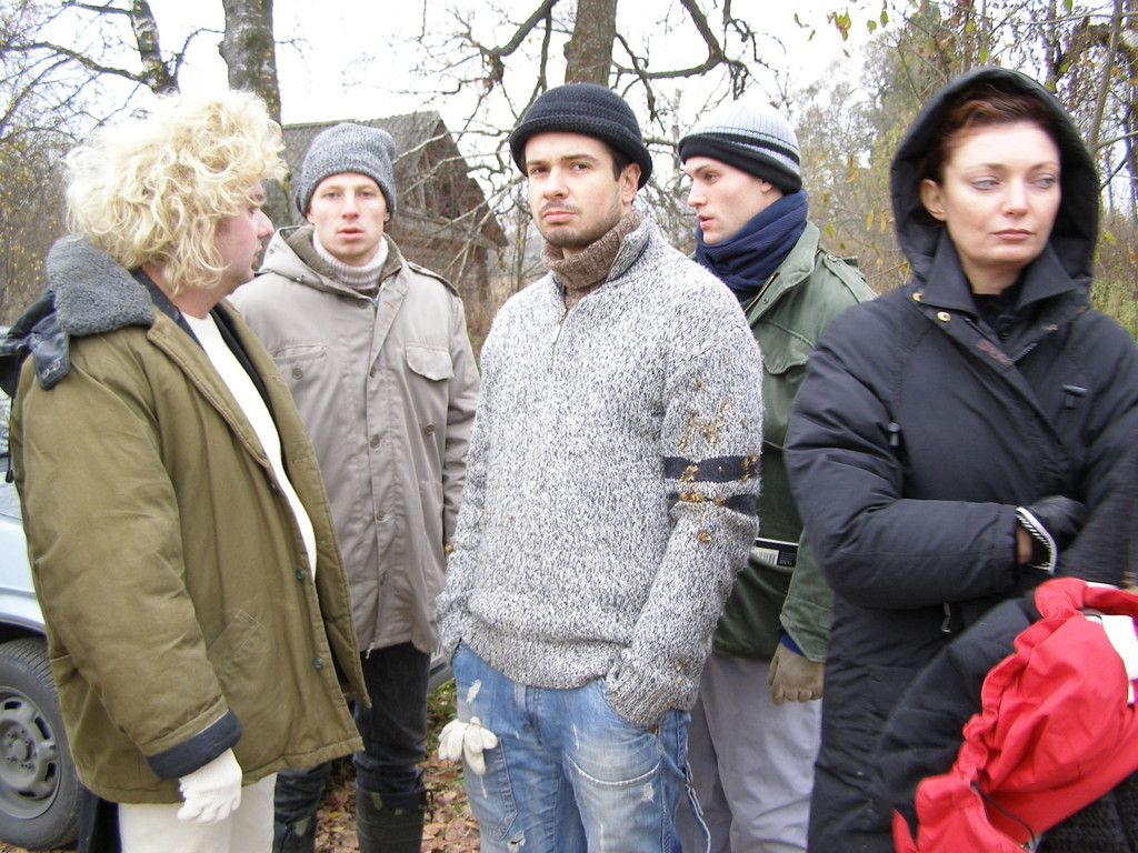 Месные парни во главе с Дмитрием Волковым (в центре).