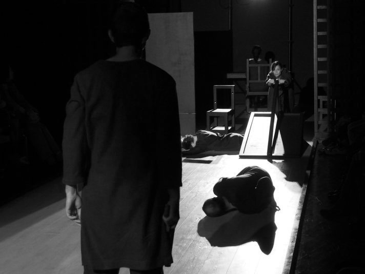 """Сцена из спектакля """"Ворон"""". Фото В.Луповского."""