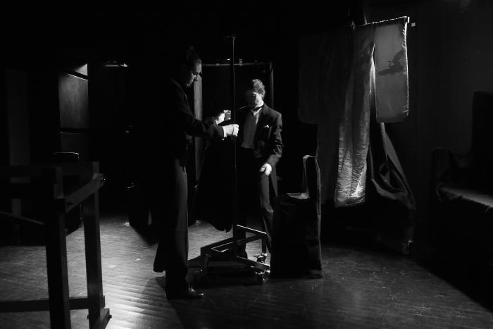 """Сцена из спектакля """"Танго"""" по С.Мрожеку. Театр """"А.Р.Т.О."""", март 2013 г. Фото Владимира Луповского"""