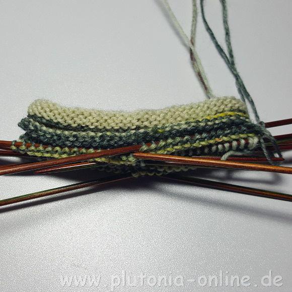 Anleitung für Reste-Sneaker-Socken mit doppeltem Rollbündchen