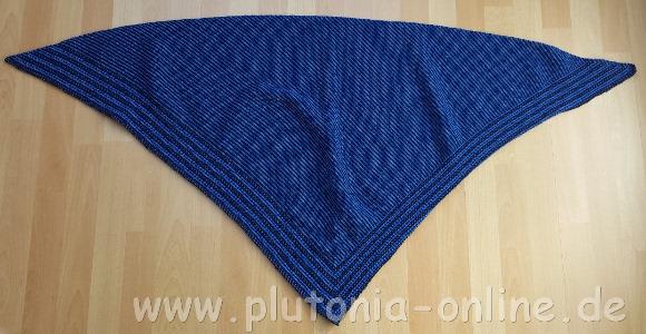 Dreieckstuch in Blautönen aus dem CraSy-Mosaik-Knitalong vom OZ-Verlag