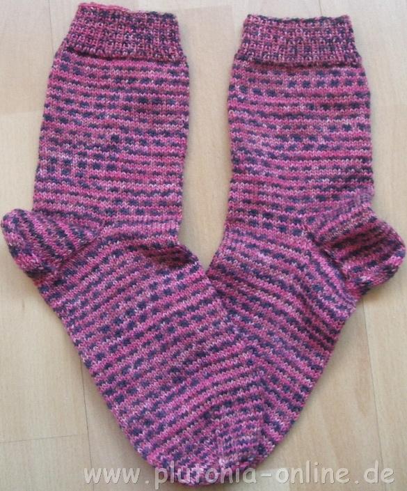 Handgestricke Socken aus einem Knäuel Sockenwolle aus einem Opal-Abo in Größe 40/41