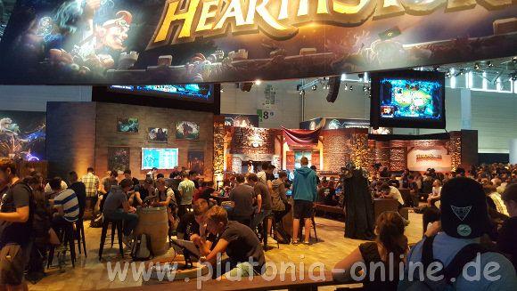 Gasthausatmosphäre bei Hearthstone auf der Gamescom 2017