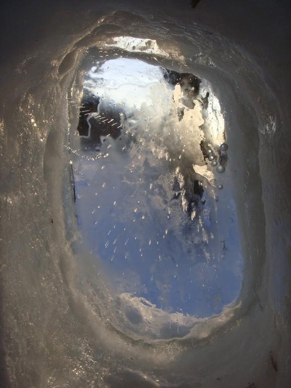 Ледяное окно. Отлито по старинной технологии