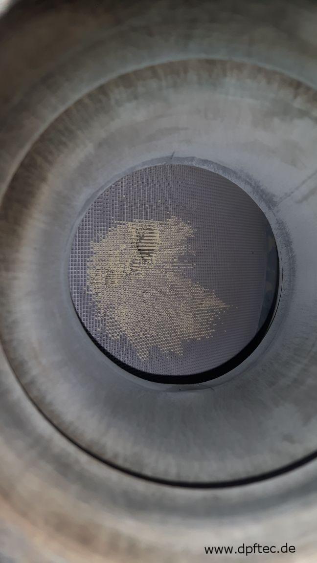 33  Durch Hochdruckreiniger beschädigter Katalysator (2/3)