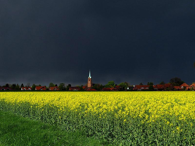 Ein Frühlings-Unwetter zieht über Meinsen hinweg