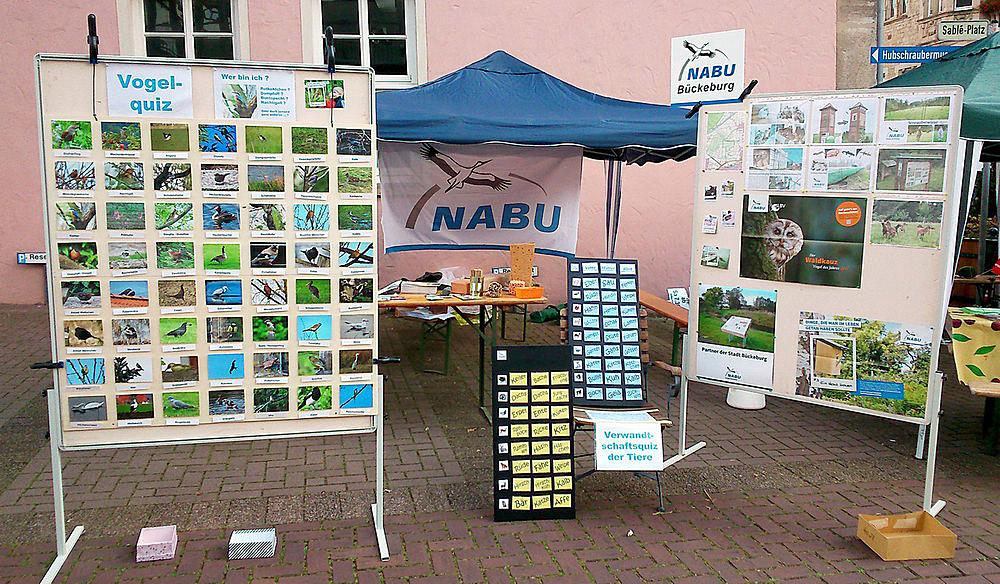 Der NABU-Stand zum Familientag auf dem Bückeburger Marktplatz.