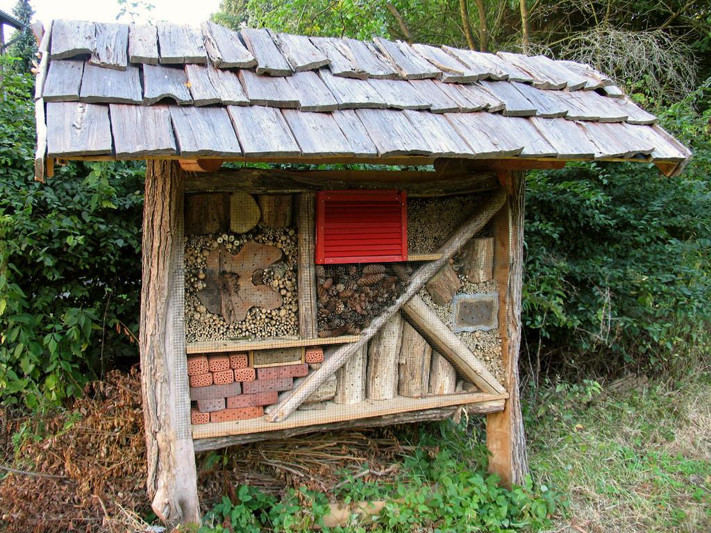 Am 8. September wurde das Insektenhotel endlich fertig