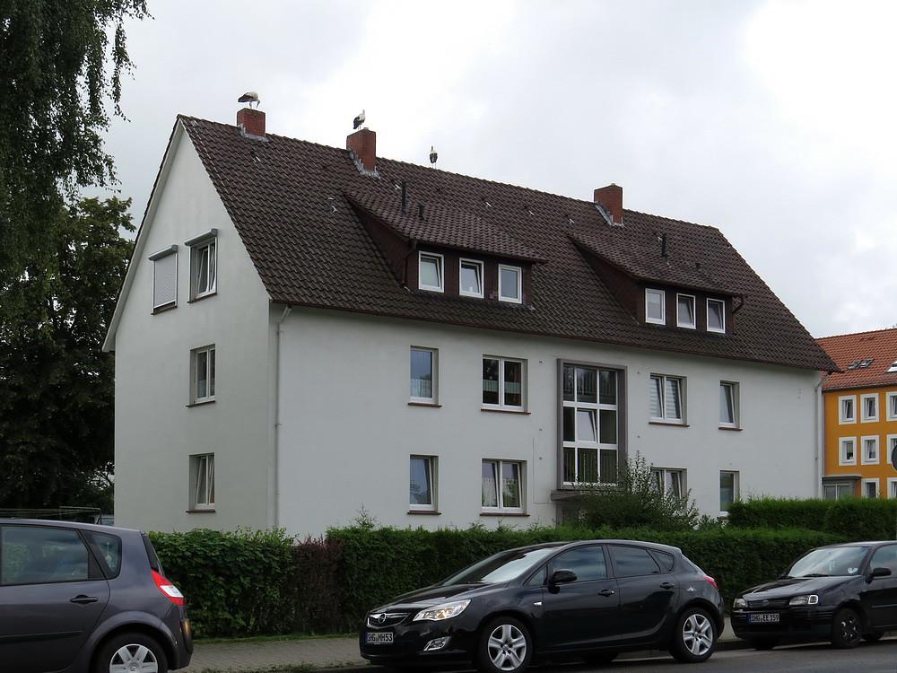 Und auch auf Wohnhäusern der Petzer Straße wurde nächtlich gerastet.