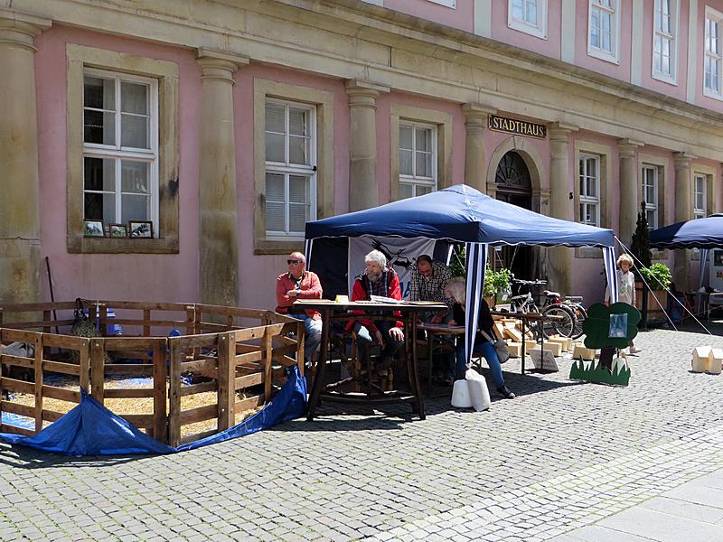 Das Zelt des NABU-Standes vor dem Eingang zum Stadthaus