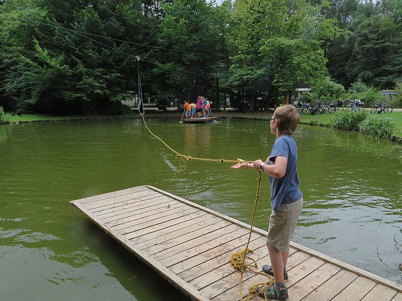 Aber auch die Seilbahn über den Teich wurde kräftig genutzt.