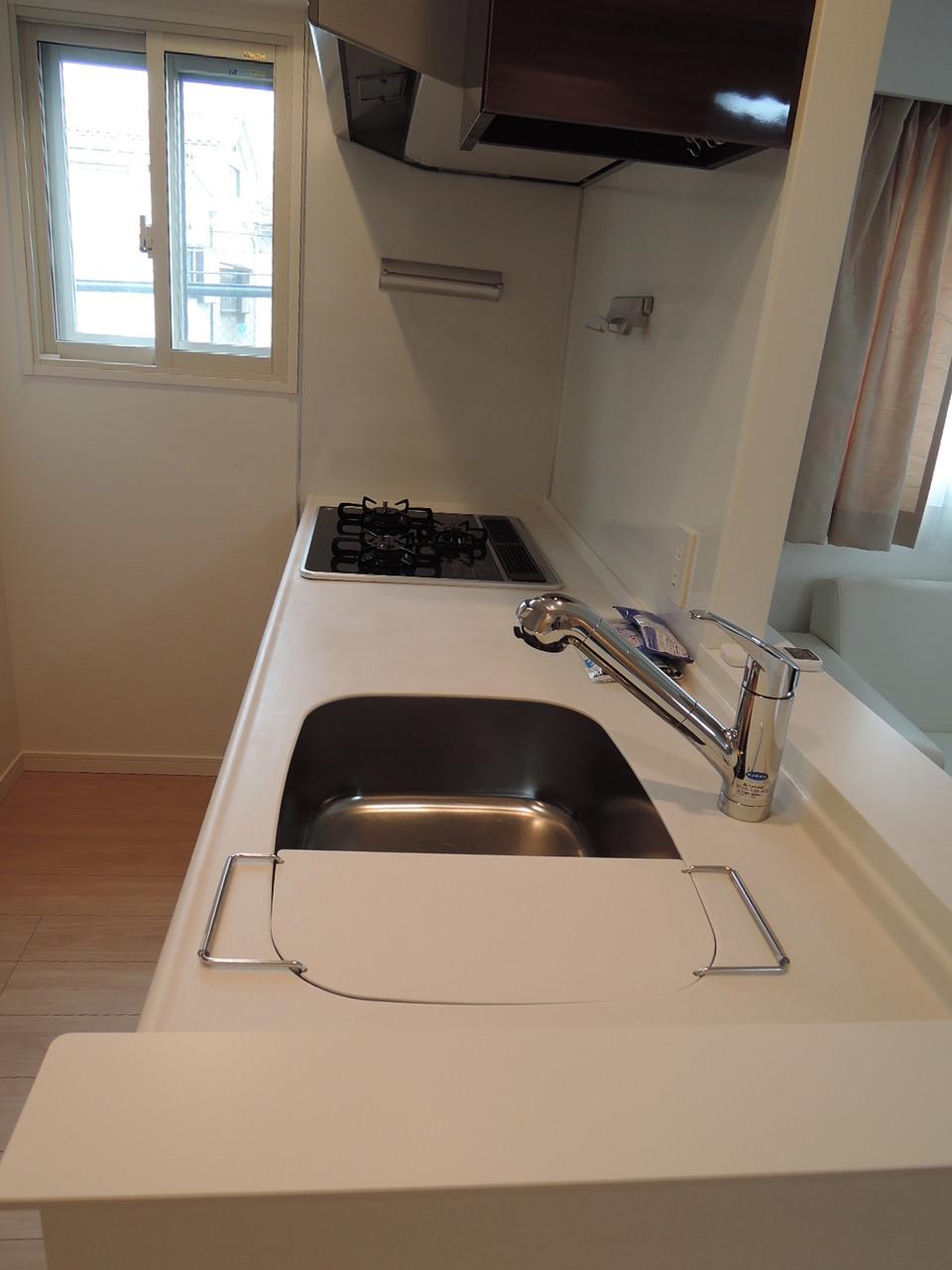 キッチン。浄水器付き水栓