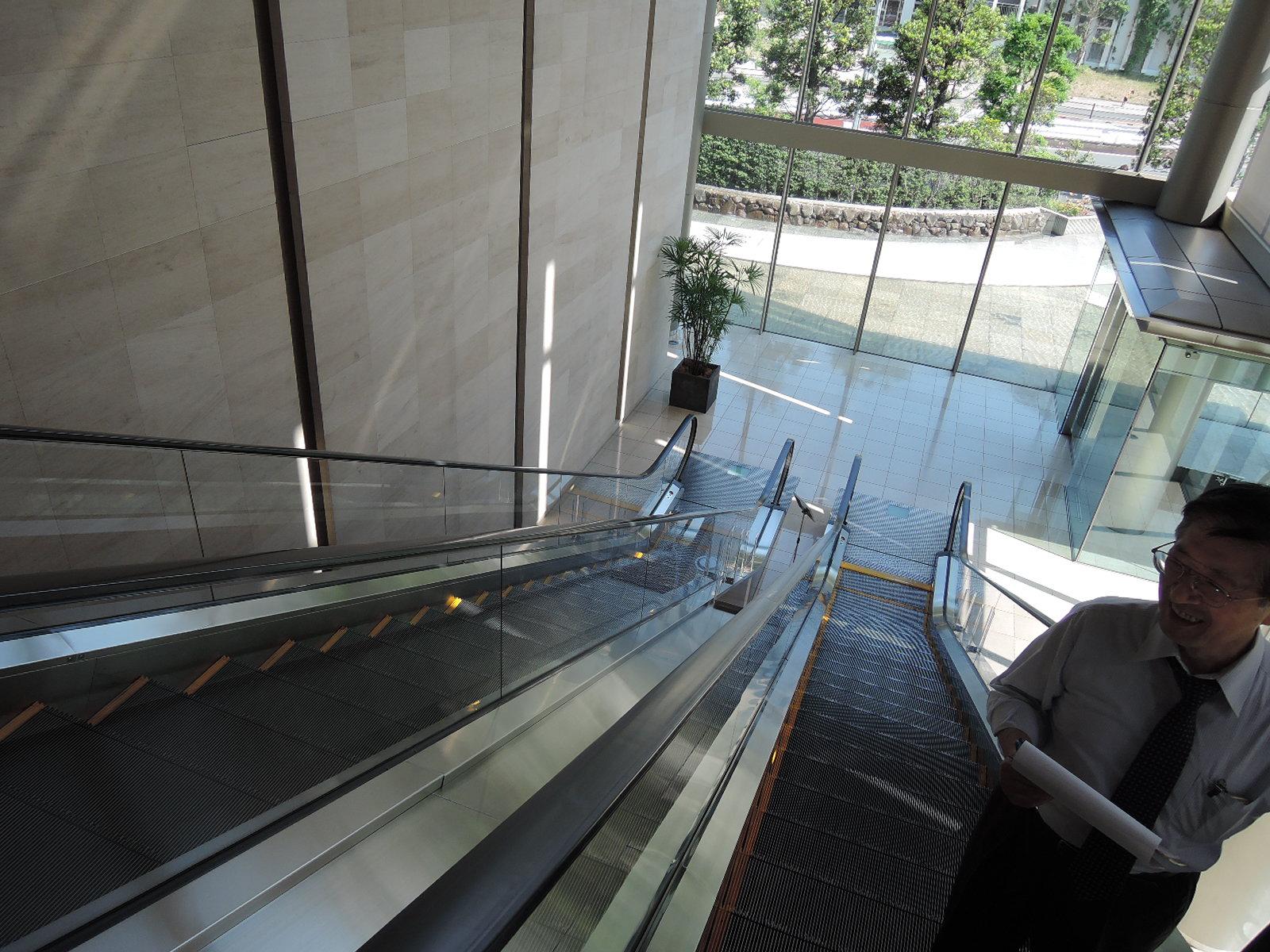エスカレーターで3階へ
