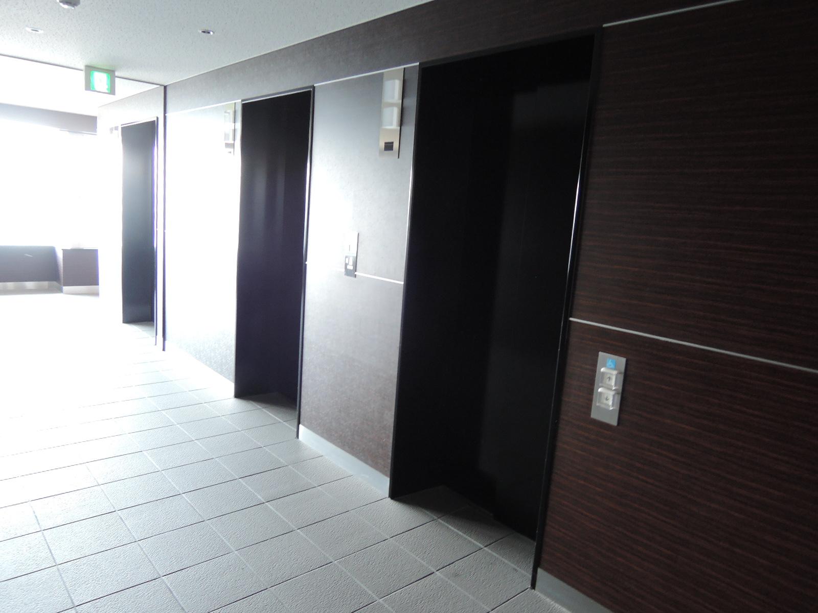 エレベーターは低層階用2基と高層階用3基の計5基