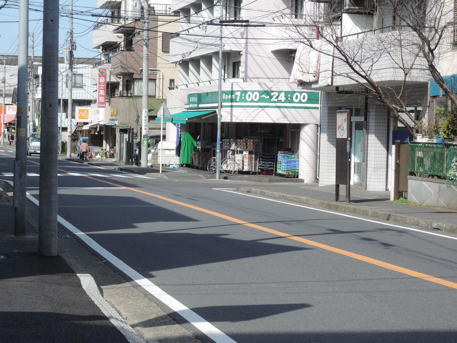 小さなスーパーマーケットもあります