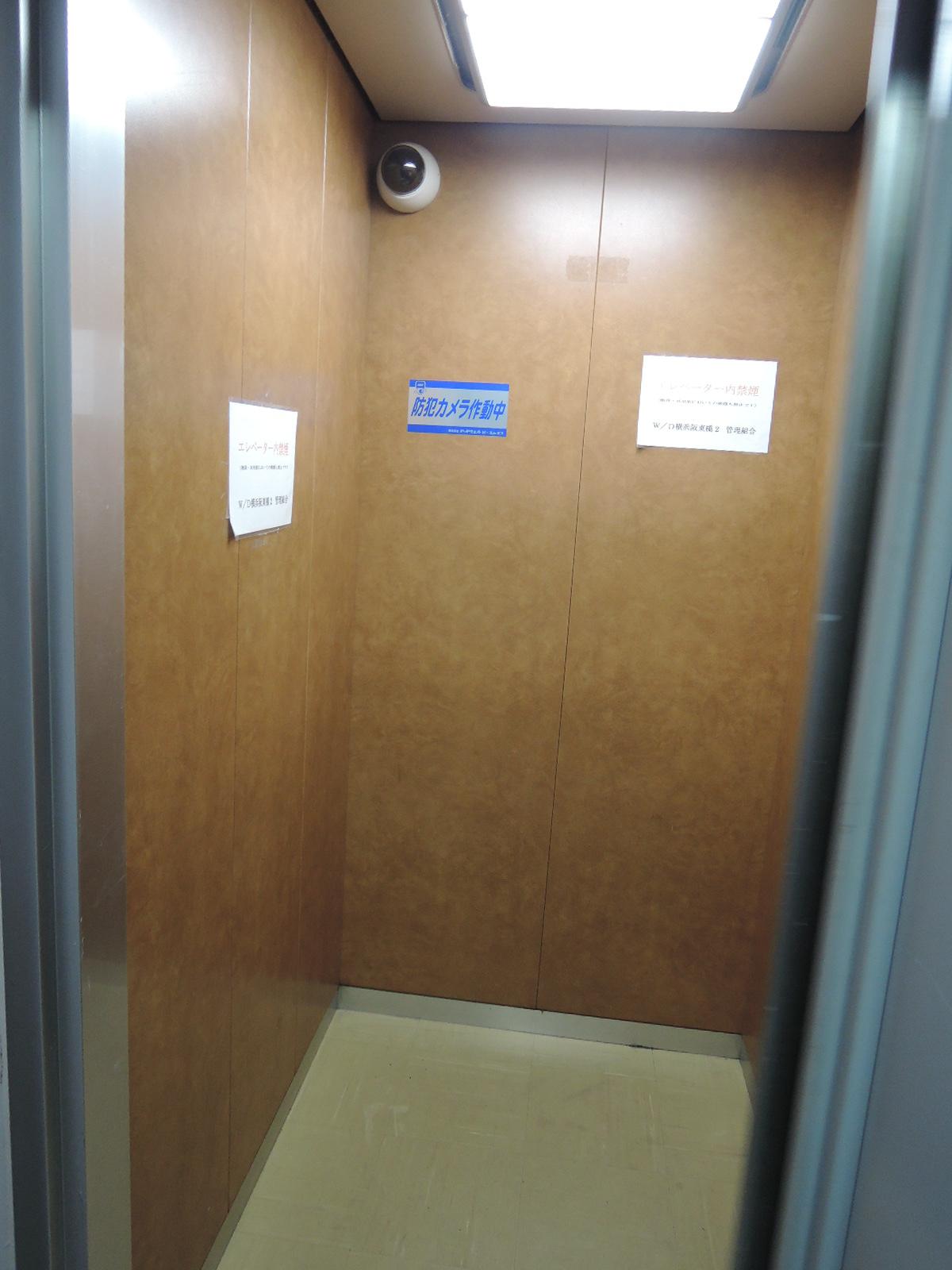 エレベーター内にも防犯カメラ設置