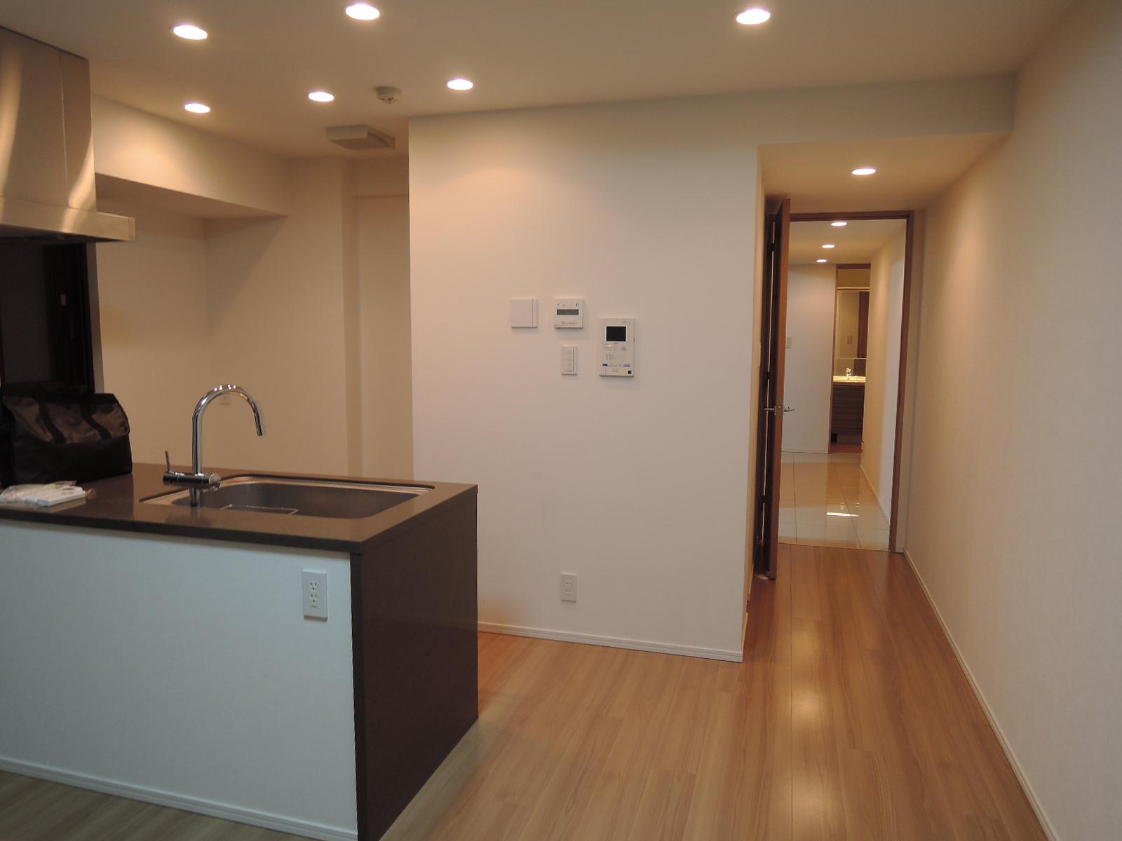 廊下の先はLDK。LDにはTES温水床暖房付きです