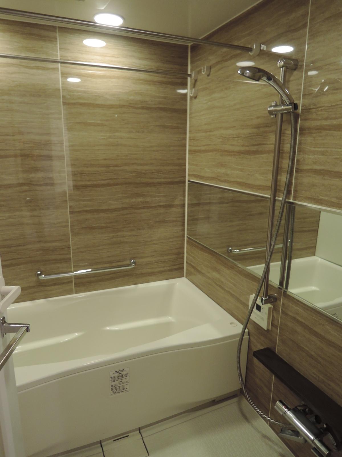 ミストサウナ・浴室暖房乾燥機付きのバスルーム