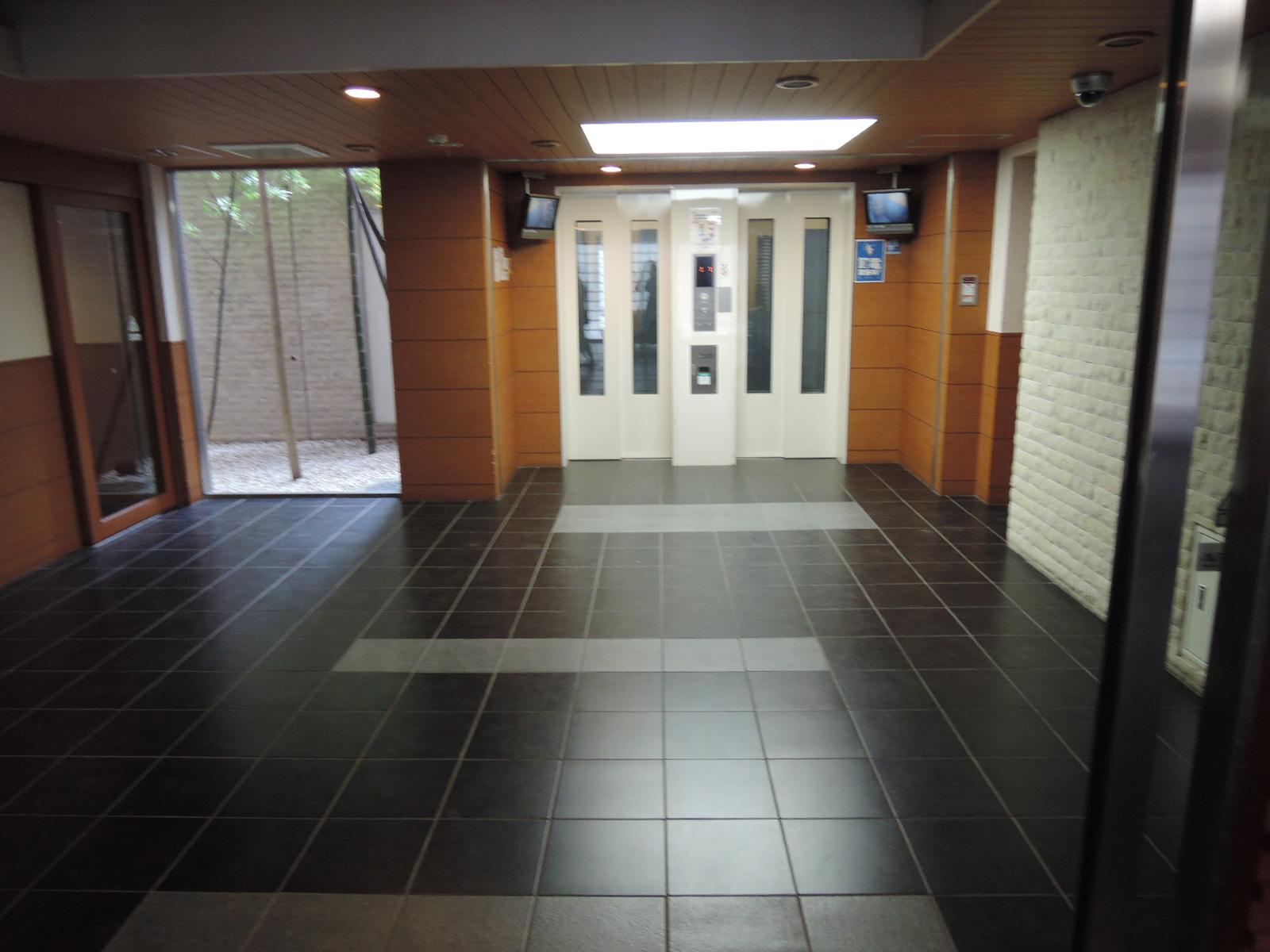 エレベーターも玄関キーで作動です