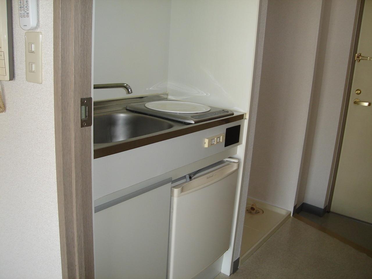 キッチンはミニ冷蔵庫付き