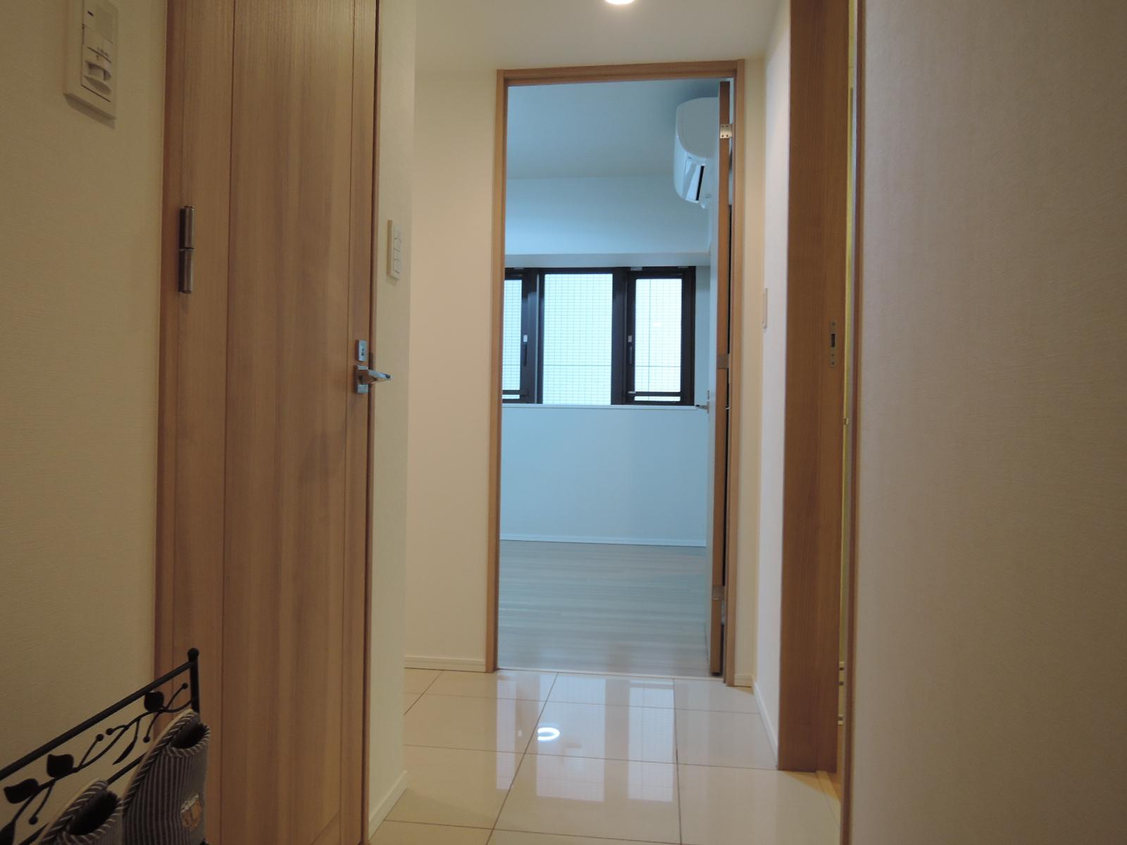 玄関から室内方向の眺め