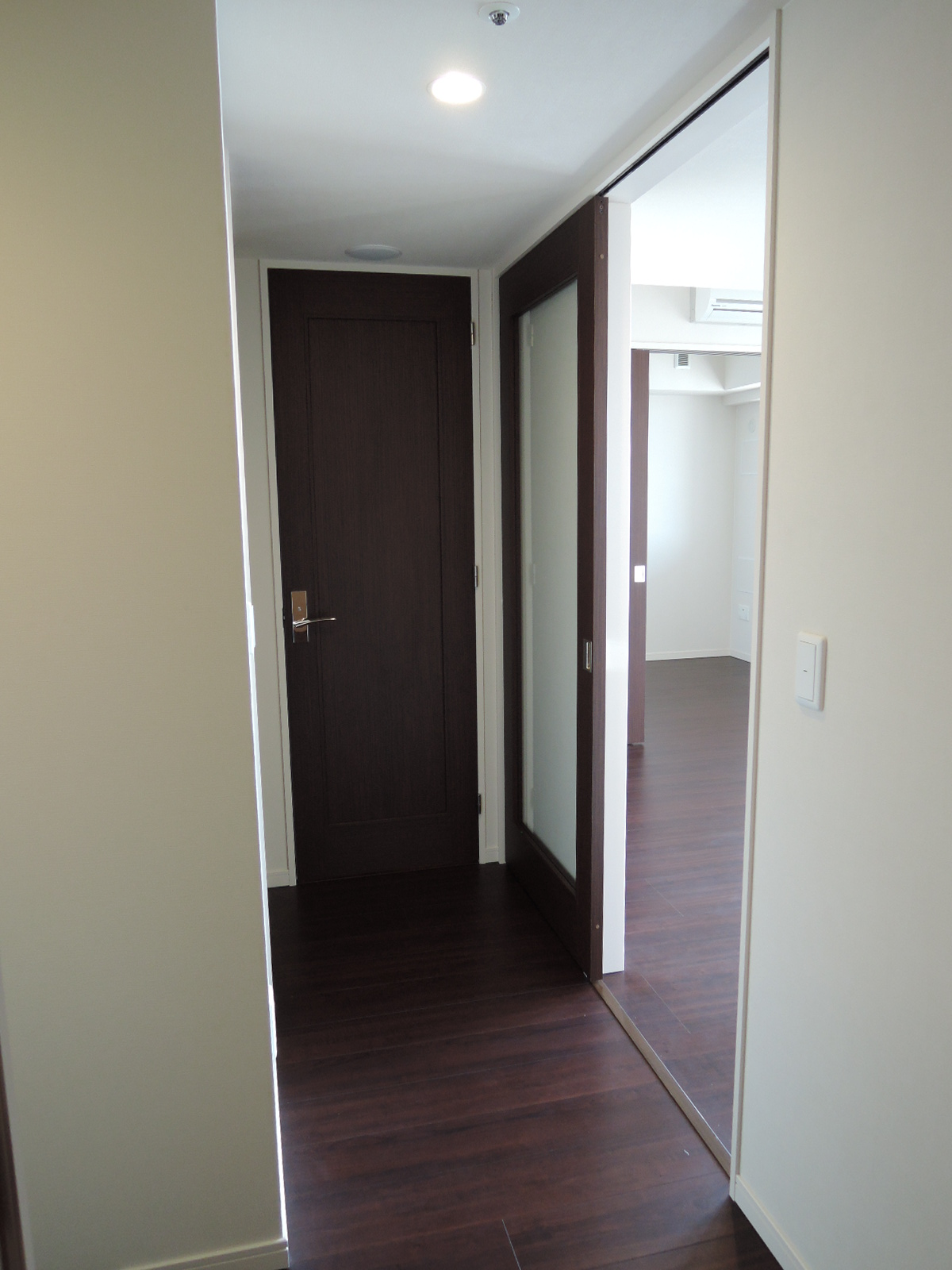 廊下とリビングダイニング入口