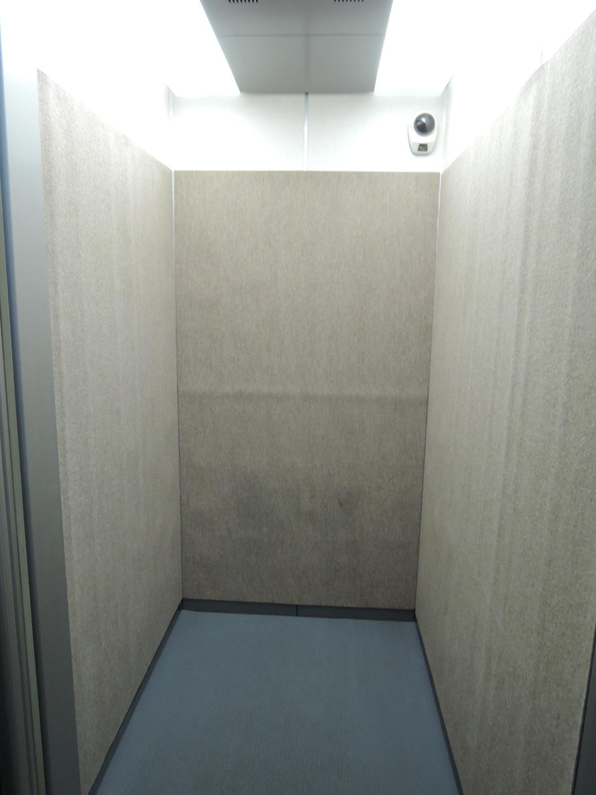 エレベーターにも防犯カメラ