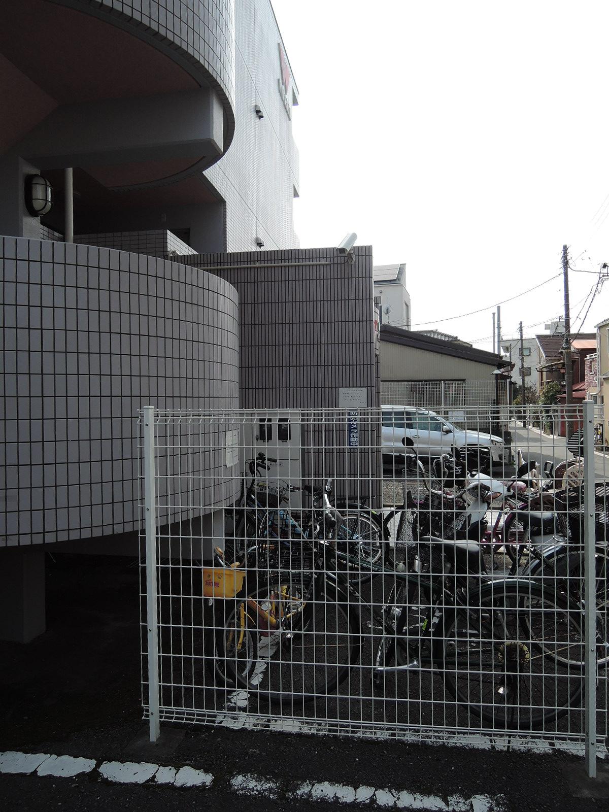 マンションの外側にも防犯カメラ