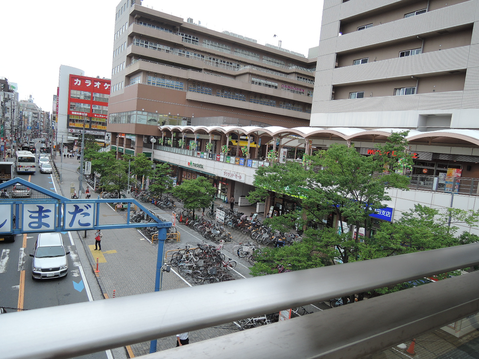 駅直結のショッピングモール