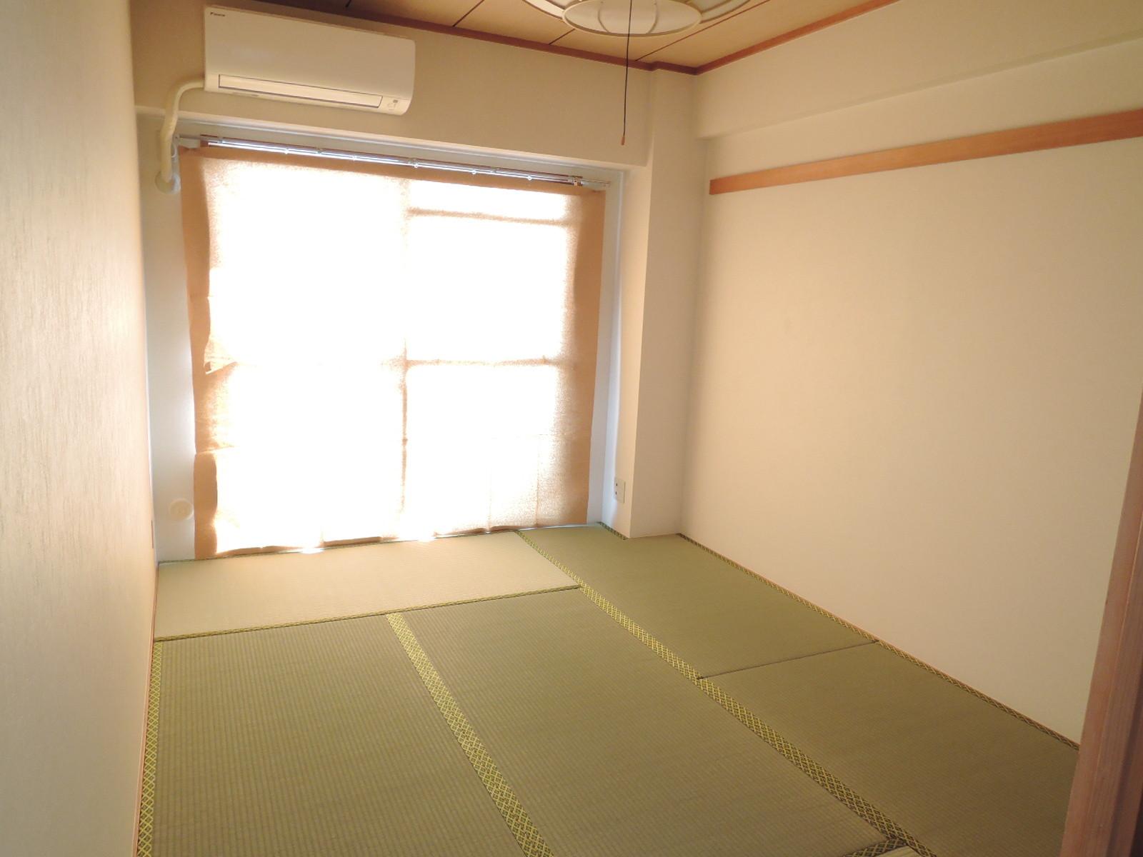 和室。南側はバルコニー