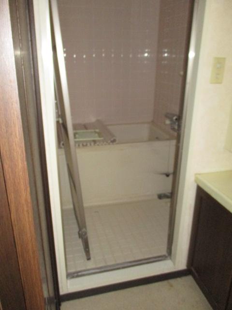 その隣の浴室(解体前)