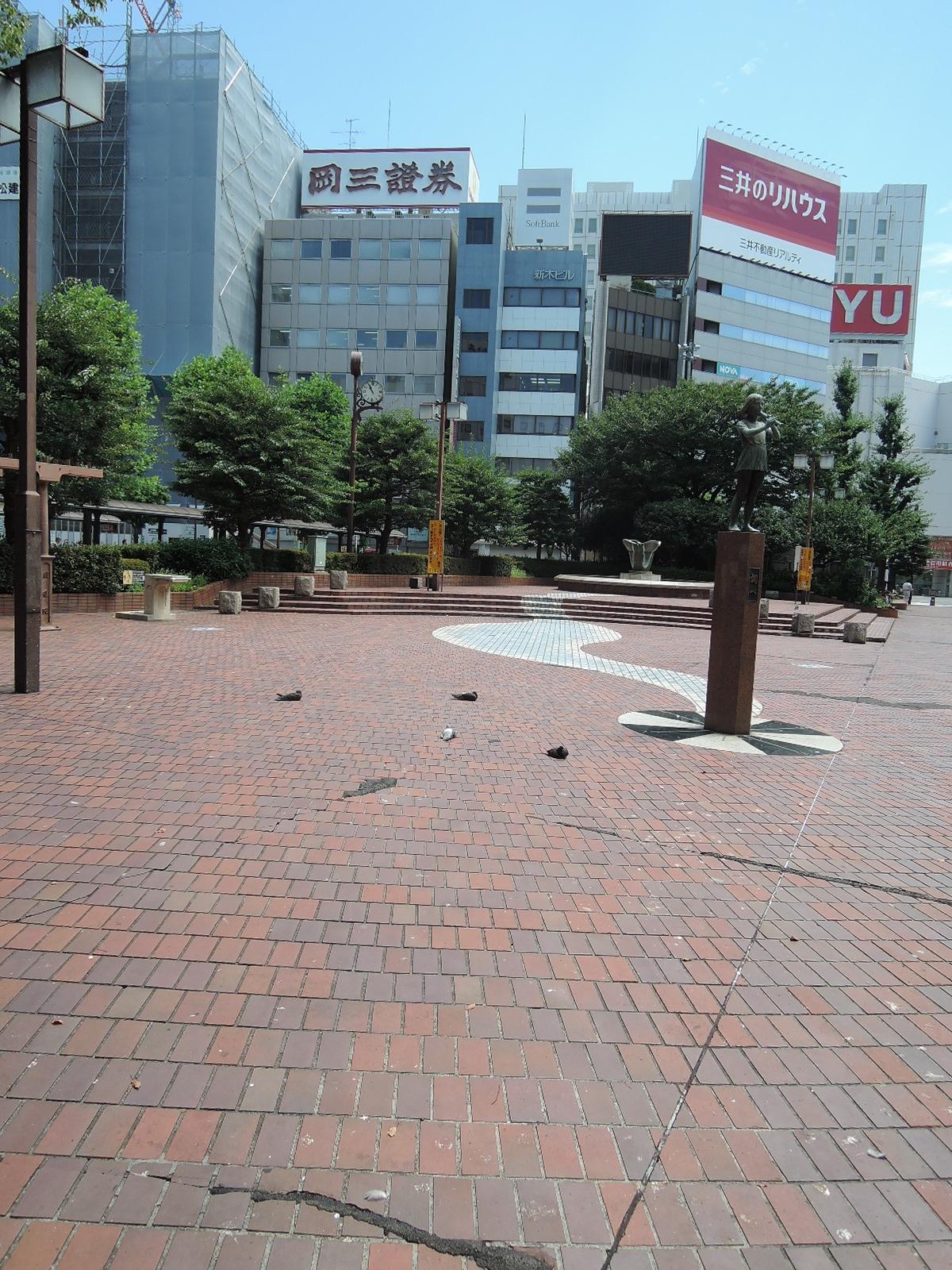 駅前の公園(東口)