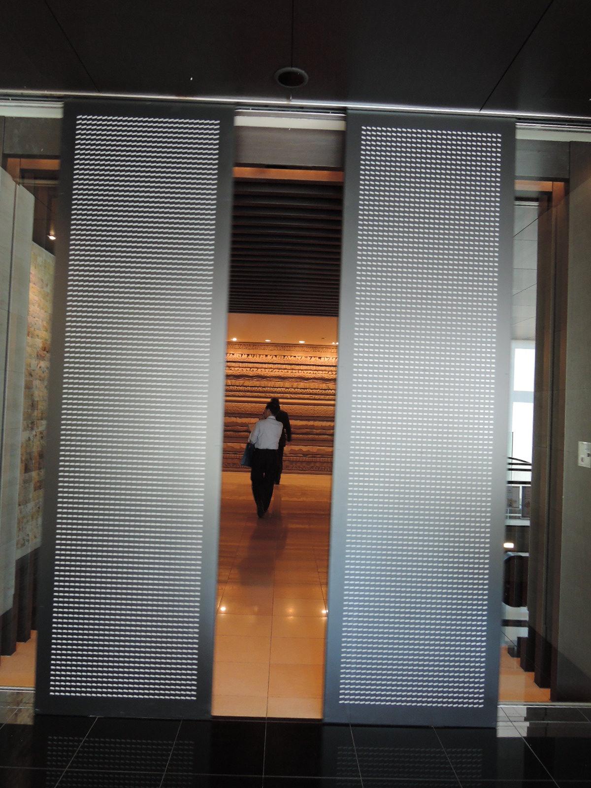 エントランスホールへのオートドア