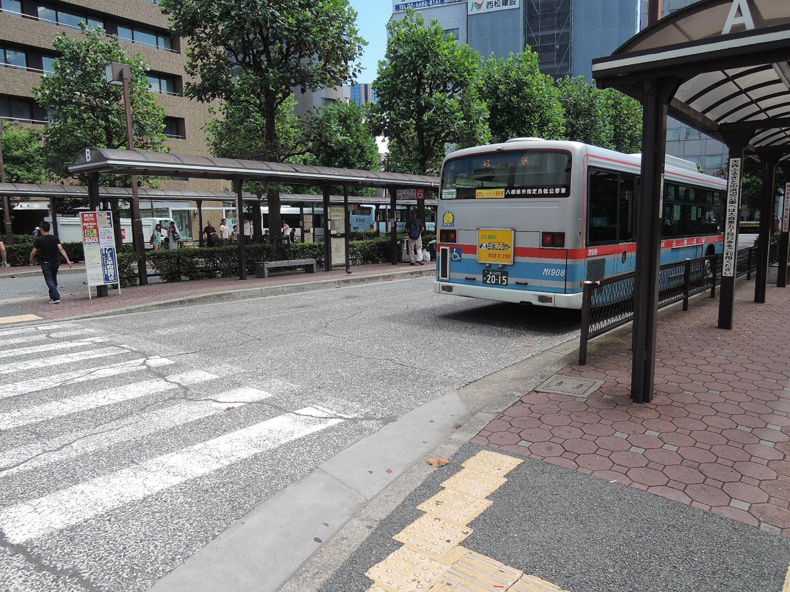 整備されたバス停留所(東口)